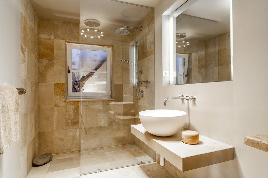 solnhofener platten im badezimmer, solnhofer platten. kalkstein findet man fast berall auf der welt und, Innenarchitektur
